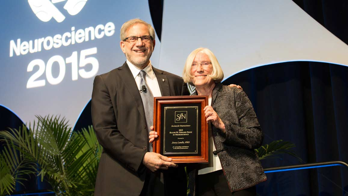 Story Landis accepts the Ralph W. Gerard Prize in Neuroscience