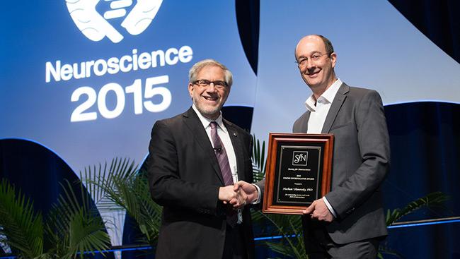 Nachum Ulanovsky accepts the Young Investigator Award at Neuroscience 2015.