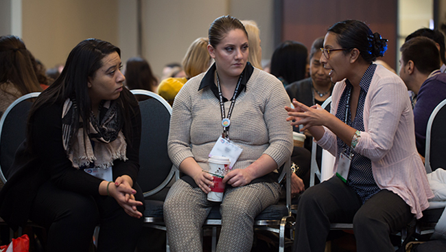 Neuroscience 2017 attendees having a discussion