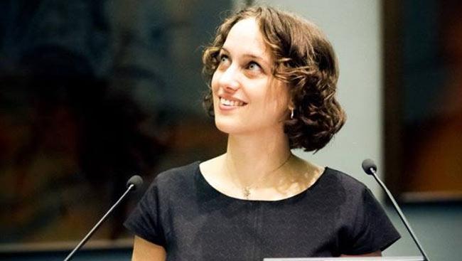 Flora Vanlangendonck defends her PhD thesis.