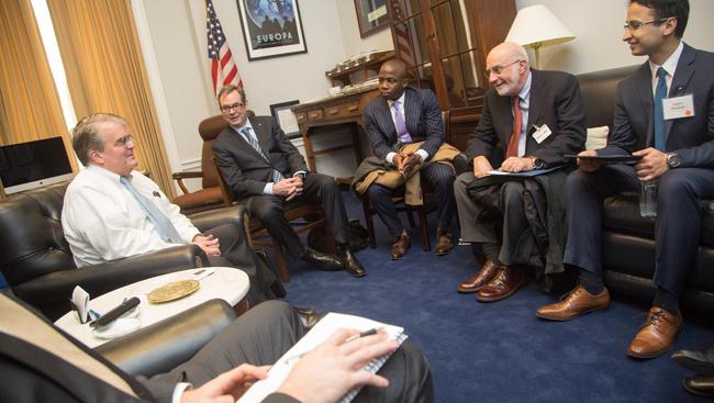 Oluwarotimi Folorunso meeting with Texas Representative John Culberson at SfN's 2018 Capitol Hill Day.