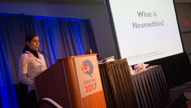 Laura Cabrera presenting during Short Course 3 at Neuroscience 2017