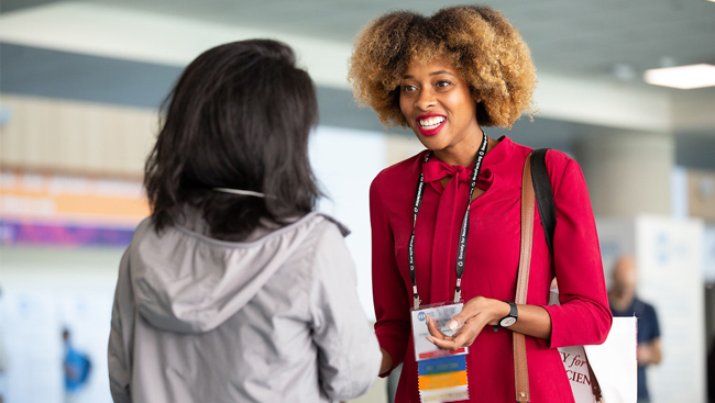 Attendees engage in conversation at Neuroscience 2018