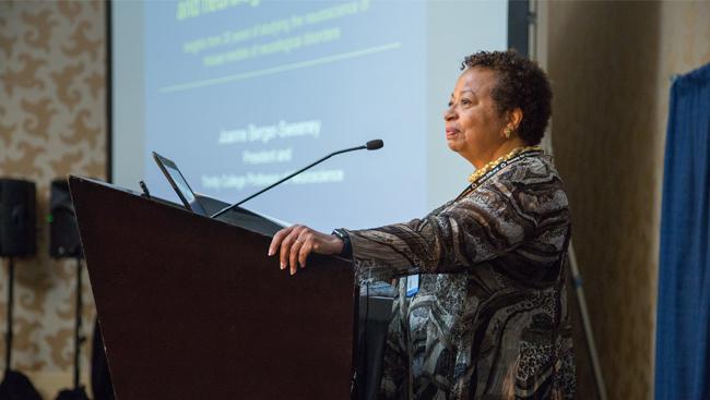 Joanne Berger-Sweeney talks at Neuroscience 2016
