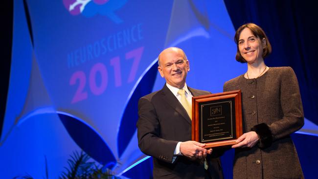 Karen Ersche receiving the Jacob P. Waletzky Award in 2017.